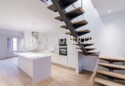 Beautiful duplex - penthouse furnished with large terrace in l'Eixample, Barcelona
