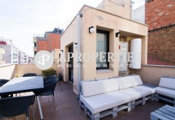 Triplex for rent with parking space in Gracia, Barcelona