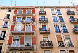 Beautiful and bright apartment completely renovated next to the Sant Antoni market, Barcelona
