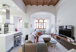 Wonderful house for sale in a refurbished building in Eixample, Barcelona
