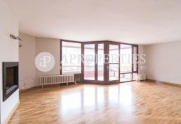 Bright family apartment in Les Tres Torres for rent, Barcelona