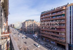 Fabulous renovated apartment for rent in Eixample Esquerre, Barcelona