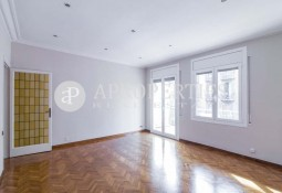 Flat for rent with excellent location in L'Eixample Esquerre, Barcelona