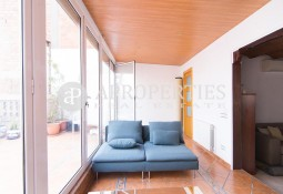 Beautiful furnished penthouse with terrace for rent in L'Eixample Dreta, Barcelona