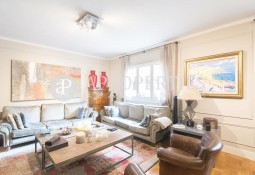 ELEGANT REGAL BUILDING FLAT IN ONE OF BARCELONA'S THE BEST AREAS