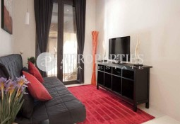 Beautiful furnished apartment for rent in the Gothic area.