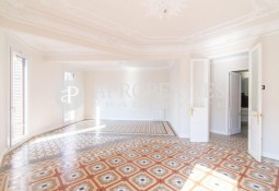 Wonderful apartment for rent in a modernist house of Rambla Catalunya, Barcelona