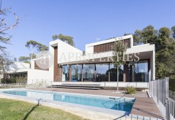 Spectacular avant-garde new build house in Can Trabal for Sale.