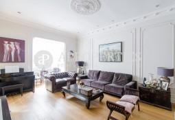 Exquisite and spacious flat with high quality finishes in Barcelona