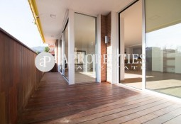 Spectacular refurbished apartment with excellent qualities for rent in La Bonanova, Barcelona