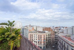 Sunny penthouse for rent in Eixample Esquerra