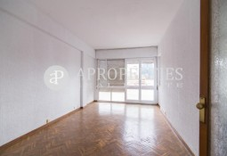 Flat for renovation with many possibilities in Sarrià