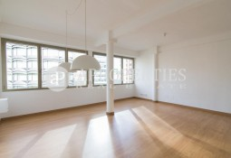 Refurbished apartment for rent in Plaça Francesc Macià, Barcelona