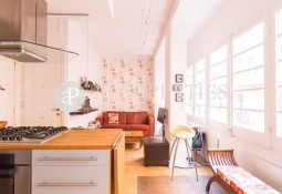 Furnished apartment with lots of light in Barceloneta