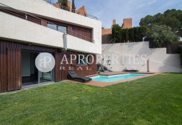 Fantastic avant-garde house with views, for sale in Ciutat Diagonal, Esplugues