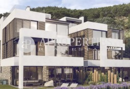 Brand new houses for sale in Barcelona with views overlooking the city
