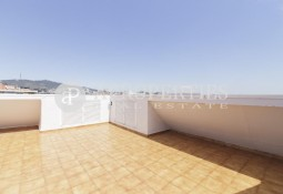 Duplex penthouse with terrace for sale in Les Corts, Barcelona