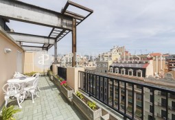 Penthouse with terrace and magnificent views in full Rambla Catalunya
