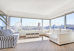 Fabulous newly renovated apartment with views to the sea and over Barcelona.