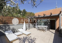 Spectacular furnished house in a luxury residential complex in Barcelona