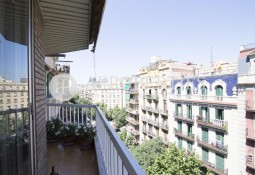 Great apartment very bright and furnished for rent in Eixample Esquerre