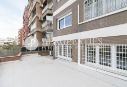 Flat to be renovated next to Plaza Bonanova