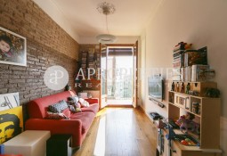 Refurbished and sunny apartment in a classic  building near Sagrada Familia