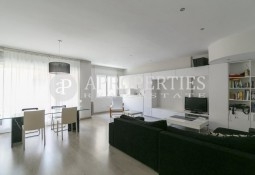 Refurbished apartment with parking in Sarriá, Barcelona