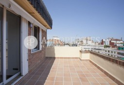Penthouse with terrace and panoramic views, close to Passeig de Gracia