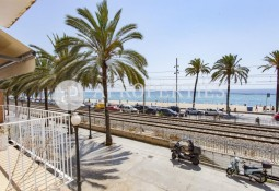 Excellent design apartment in front of the sea in Badalona