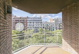 Fantastic unfurnished apartment with terrace-balcony in Diagonal