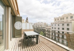 Penthouse with terrace for sale in Rambla de Catalunya