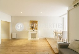 Beautiful newly renovated apartment near Plaza Molina