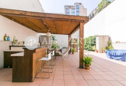 Nice and bright duplex with large patio in La Dreta de l'Eixample