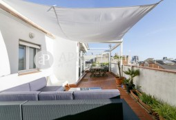Penthouse with a large terrace in Gracia