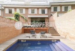 Elegant British-style townhouse with pool in Pedralbes