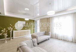 Bright newly refurbished apartment next to Plaza Molina