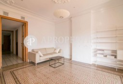 Renovated and furnished flat for rent in Eixample, Barcelona