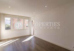 Bright apartment in Sarrià near the station
