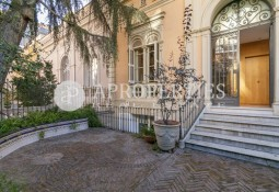 Wonderful house reformed in English style in the heart of the Eixample