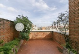 Stately duplex penthouse with terrace for sale in Capitán Arenas