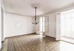 Flat to refurbished with original details in Gran de Gràcia