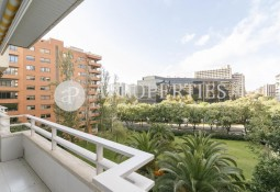 Exclusive apartment in front of L'Illa Diagonal