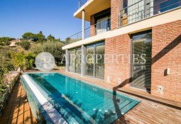 Exclusive house for sale with sea views in Sarrià