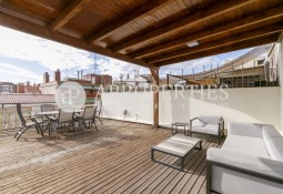 Bright penthouse overviewing Sant Gervasi