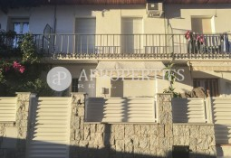 Terraced house in front of the sea in El Masnou