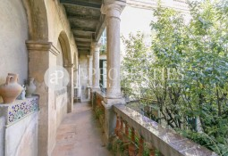 Exclusive flat for sale on a 19th century building in the heart of Sarriá
