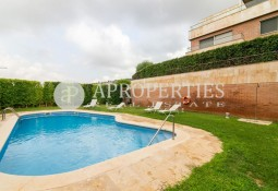 167m² apartment, with terrace and views in privileged area of ​​Esplugues de Llobregat