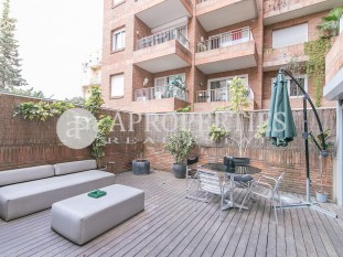 Exclusive renovated loft for sale with large terrace in Eixample