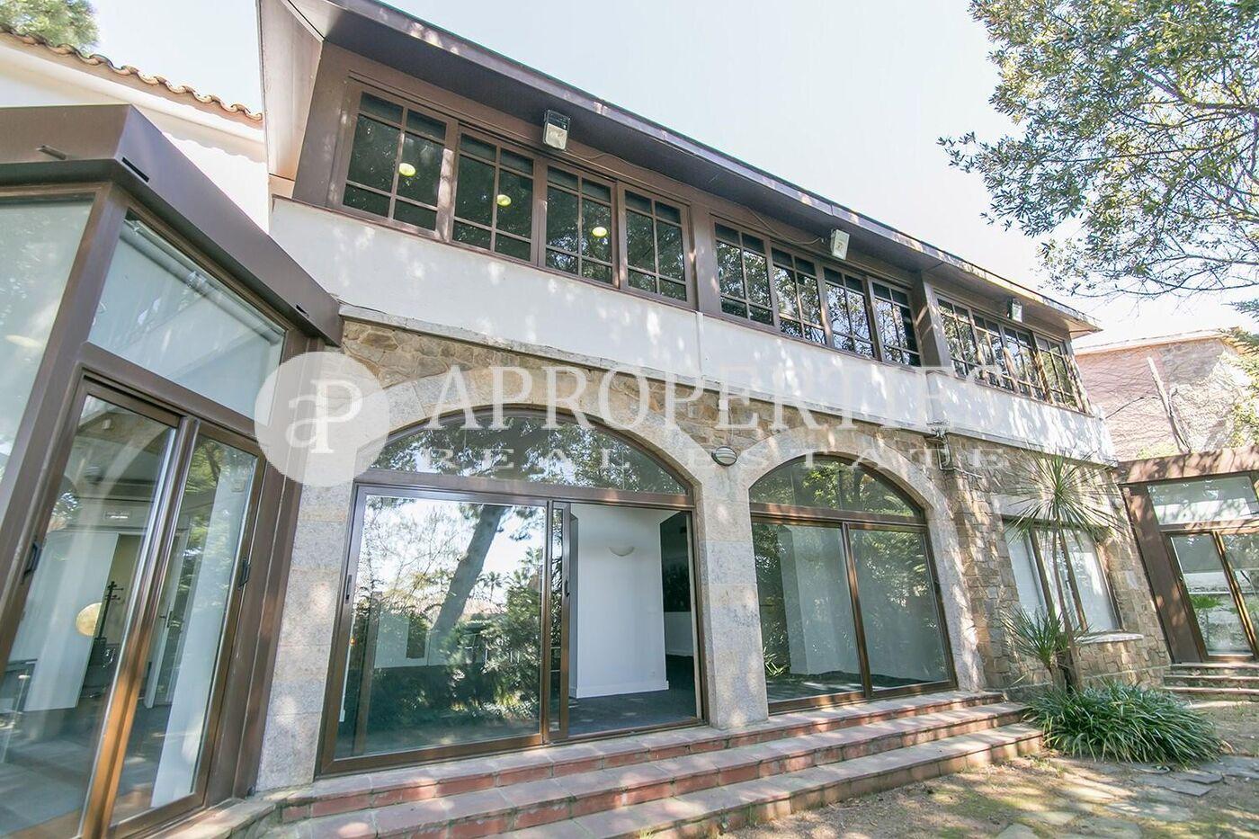 Casa en alquiler con jard n de 1500m2 en pedralbes for Alquiler casa jardin barcelona